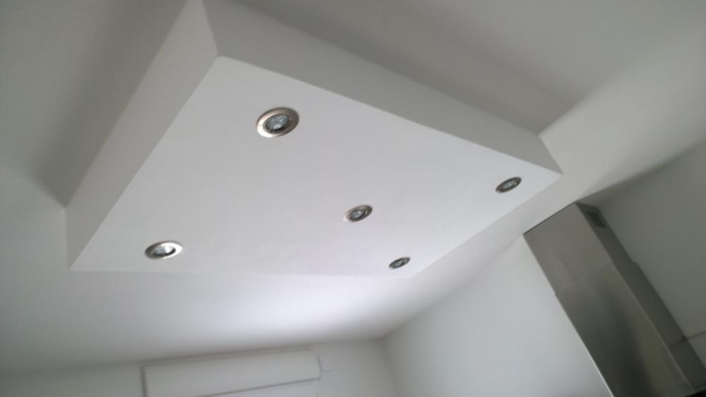 Rampe lumineuse plafond id es de for Rampe eclairage cuisine